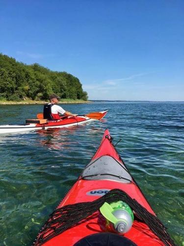 kajak, sub, cykelbåd, lej en båd. Fordel ved strandcamping.